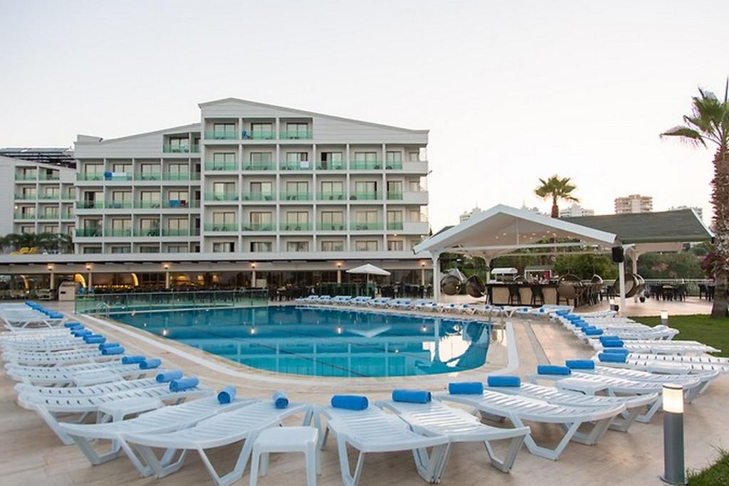 Club Falcon Hotel