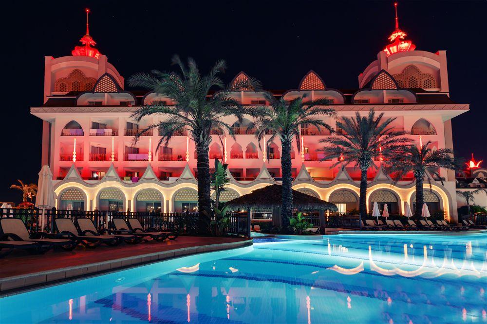 Side Crown Charm Palace | Ecctur.Com