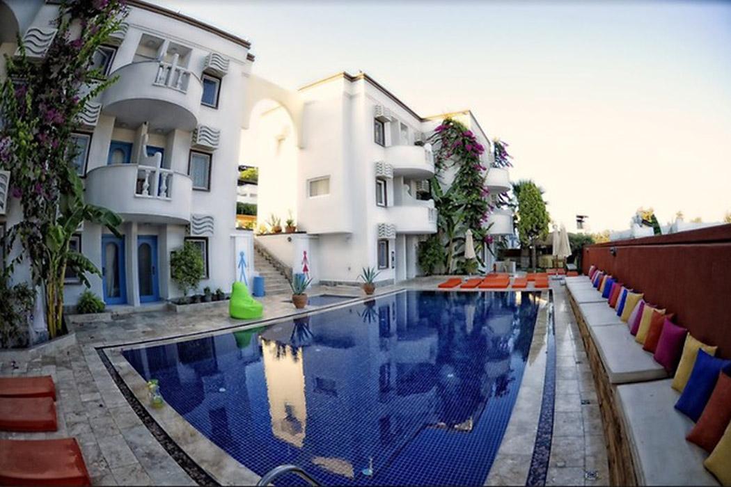 La Brezza Beach Hotel
