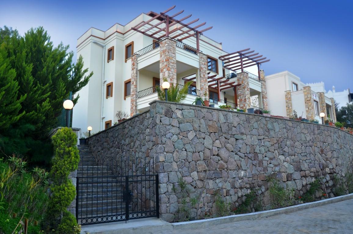 Liona Residence
