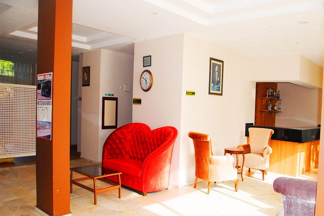 Flora Suit Hotel